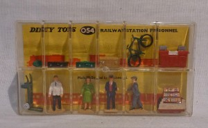 Dinky Toys 054 Railway Station Personnel